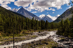 Witte rivier in bergen Stock Foto's