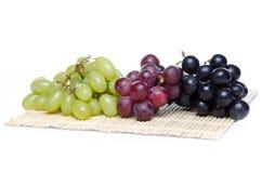 Witte, rode en zwarte druiven Royalty-vrije Stock Fotografie