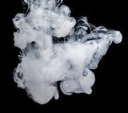 Witte rook op een zwarte achtergrond De wijze van het het schermmengsel Stock Fotografie