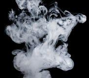 Witte rook op een zwarte achtergrond De wijze van het het schermmengsel Royalty-vrije Stock Foto's