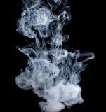 Witte rook op een zwarte achtergrond De wijze van het het schermmengsel Royalty-vrije Stock Afbeeldingen