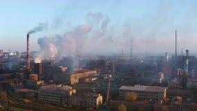 Witte rook van de schoorsteen stock footage