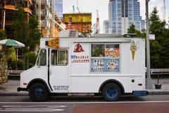 Witte roomijsvrachtwagen in de Stad van New York Stock Foto