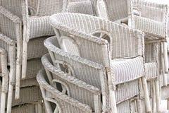 Witte rotanstoelen Stock Foto