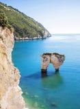 Witte rotsen in het overzees, het Nationale Park van Gargano, Italië Royalty-vrije Stock Afbeeldingen