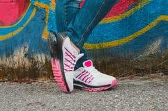 Witte & roze tennisschoenen Royalty-vrije Stock Fotografie
