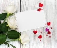 Witte rozen met groetkaart Royalty-vrije Stock Afbeelding