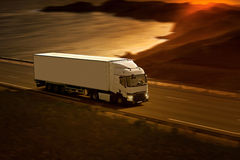 Witte Semi Vrachtwagen Stock Afbeelding