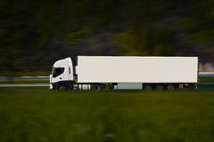 Witte Semi Vrachtwagen Stock Foto's