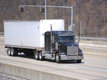 Witte Semi Vrachtwagen Stock Fotografie