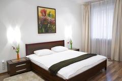 Witte Slaapkamer Royalty-vrije Stock Afbeelding