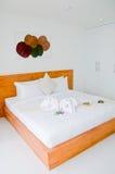 Witte slaapkamer Royalty-vrije Stock Afbeeldingen