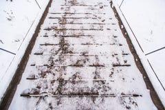 Witte sneeuw op de raad van de houten brug Royalty-vrije Stock Fotografie