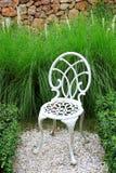 Witte stoel in tuin Royalty-vrije Stock Afbeelding