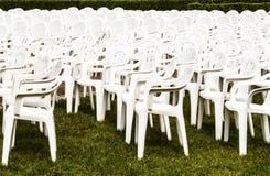 Witte stoelen Stock Afbeeldingen