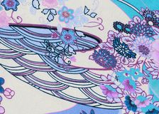 Witte stof met bloemen en krommenachtergrond royalty-vrije stock afbeelding