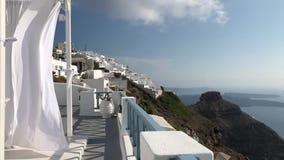 Witte Stromende Luifel in Santorini stock video