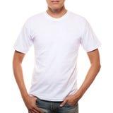 Witte t-shirt op een jonge die mensenmalplaatje op wit wordt geïsoleerdj stock foto