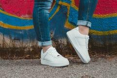Witte Tennisschoenen Stock Afbeelding