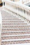Witte treden met mozaïektegel met balusters Abstract architectuur binnenlands fragment Royalty-vrije Stock Afbeelding