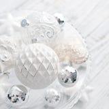 Witte uitstekende Kerstmisballen Stock Foto