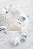 Witte uitstekende Kerstmisballen Royalty-vrije Stock Afbeeldingen