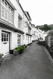 Witte Vakantieplattelandshuisjes in Historische Polperro, Cornwall, het UK royalty-vrije stock afbeelding