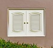 Witte venstermuur Stock Afbeelding