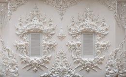 Witte vensters van Thaise tempel Stock Fotografie