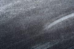Witte Verf of Poedertextuur op zwart Document stock afbeeldingen