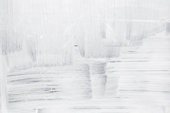 Witte verflaag op glasmuur stock afbeelding