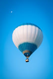 Witte vliegende ballon Royalty-vrije Stock Foto's