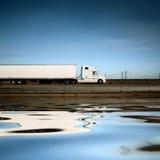 Witte vrachtwagen Royalty-vrije Stock Afbeeldingen