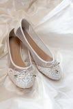Witte vrouwenschoenen Stock Foto's