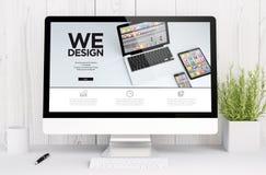 witte werkruimte met computer grafisch ontwerp Royalty-vrije Stock Afbeeldingen