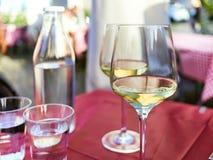 Witte Wijn bij in openlucht Royalty-vrije Stock Foto's