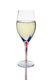 Witte wijn tegen witte achtergrond Stock Fotografie