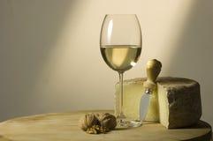 Witte wijnglas en kaas Royalty-vrije Stock Foto's