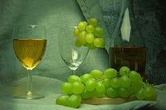 Witte wijnsamenstelling met druiven Royalty-vrije Stock Afbeeldingen