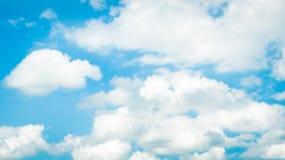 Witte wolk en blauwe hemel Royalty-vrije Stock Foto's