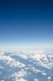 Witte wolk met blauwe hemel Stock Afbeeldingen