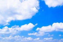 Witte Wolk op Blauwe Hemelachtergrond 171022 0077 Stock Afbeeldingen