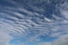 Witte Wolken Blauwe Skyscape Royalty-vrije Stock Afbeeldingen