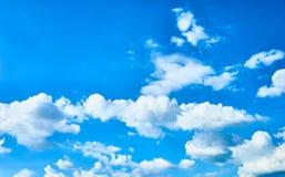 Witte wolken en blauwe hemel Royalty-vrije Stock Foto