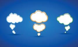 Witte wolken op blauwe hemelachtergrond Royalty-vrije Stock Foto's