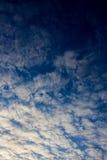 Witte wolken op de blauwe hemel Stock Afbeelding