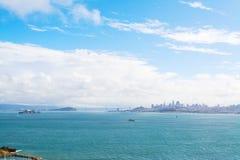 Witte wolken over de baai van San Francisco stock afbeeldingen