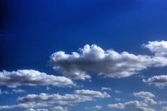 Witte Wolken Zonnige dag Royalty-vrije Stock Foto