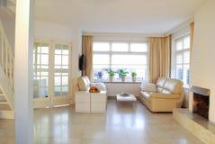 Witte woonkamer Stock Afbeeldingen