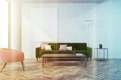 Witte woonkamer, roze gestemde leunstoel Royalty-vrije Stock Foto